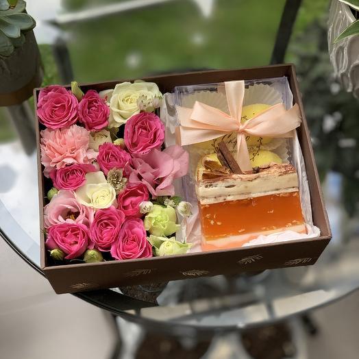 Коробка с цветами и мылом: букеты цветов на заказ Flowwow