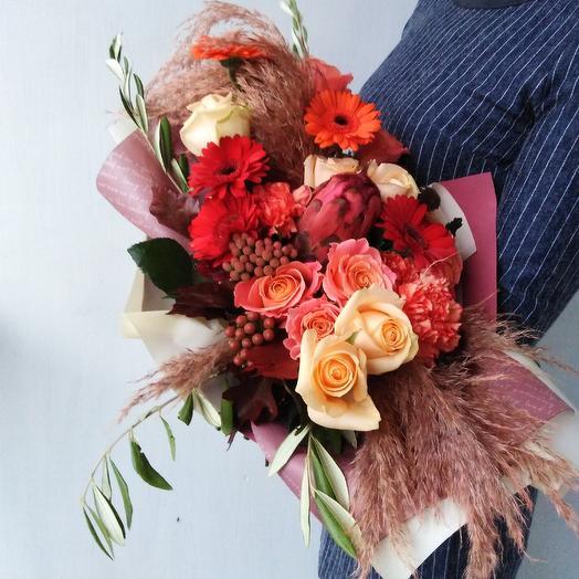 Стильный, современный букет из роз и протеи: букеты цветов на заказ Flowwow