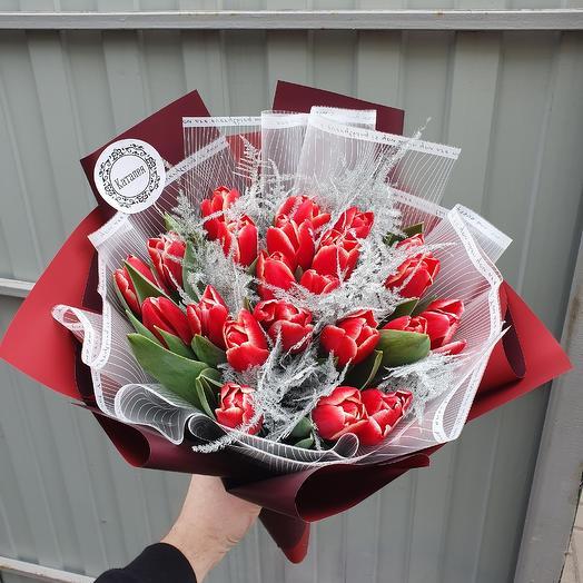Букет из 23 тюльпанов: букеты цветов на заказ Flowwow