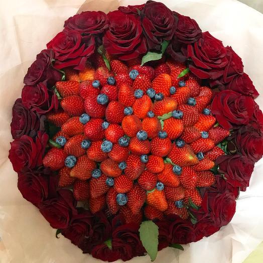 Клубничный букет «Парус»: букеты цветов на заказ Flowwow