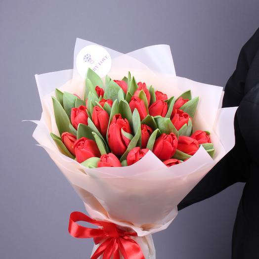 21 красных тюльпанов