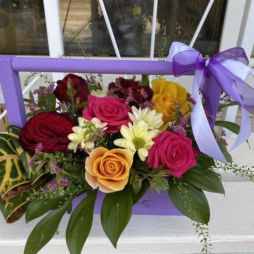 Ящик с 7 розами  и хризантемой