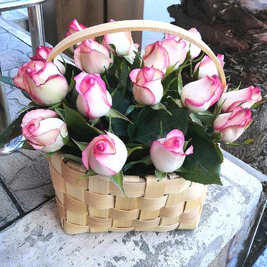 Корзина ароматных роз