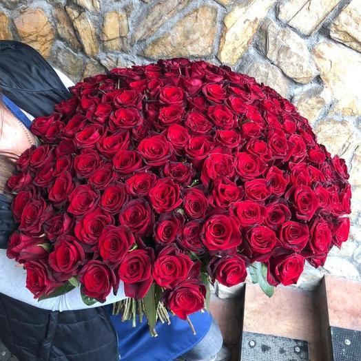 201 красная роза: букеты цветов на заказ Flowwow