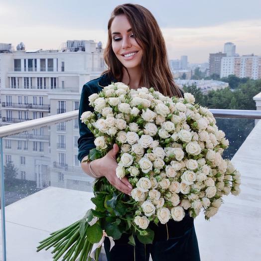 Букет кустовых роз «Яна» 51 шт