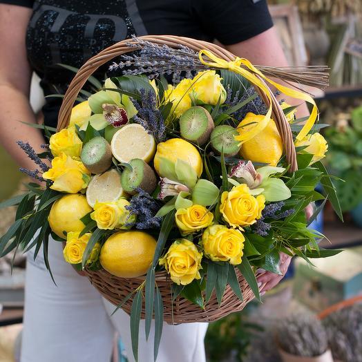 "Корзина с фруктами и цветами ""Страна лимония"""