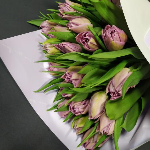 Лавандовые пионовидные тюльпаны