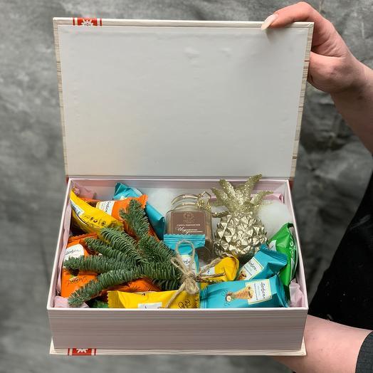 Подарочный набор с мини рожками, специями и декоративным ананасом❄️