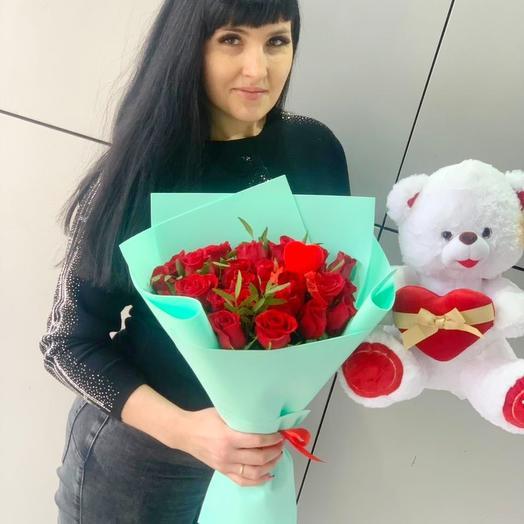 25 роз и мишка для любимой