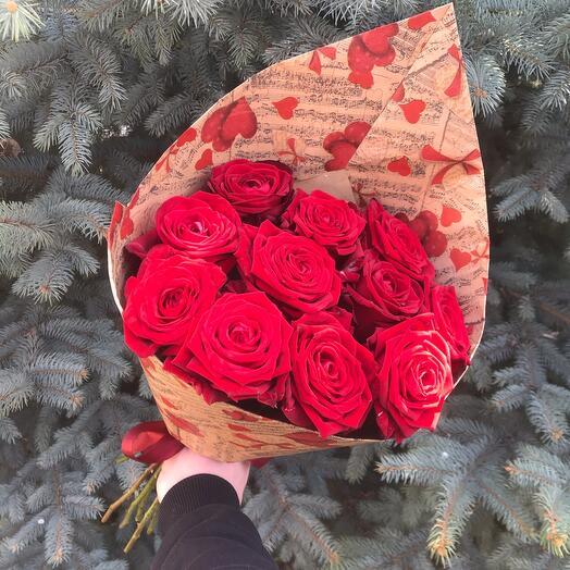Rosalina Букет из 11 Бордовых роз 50 см в крафт