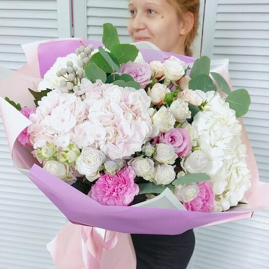 """Букет с гортензиями, розами, диантусом и эвкалиптом """"Вальс цветов"""""""