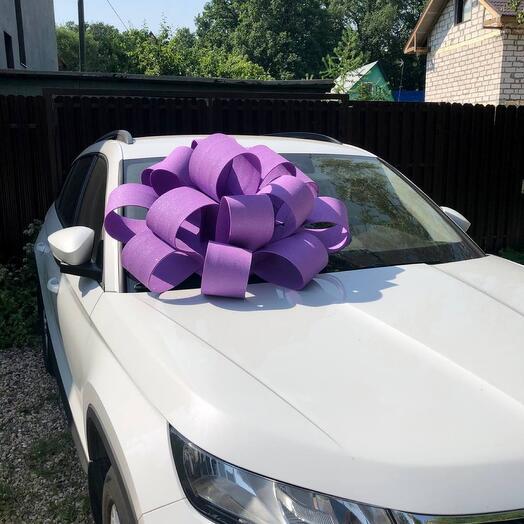 Фиолетовый бант на машину