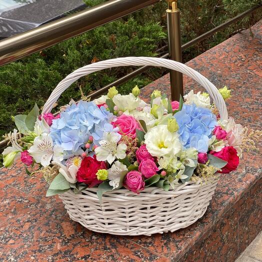 Корзина с цветами Роскошь