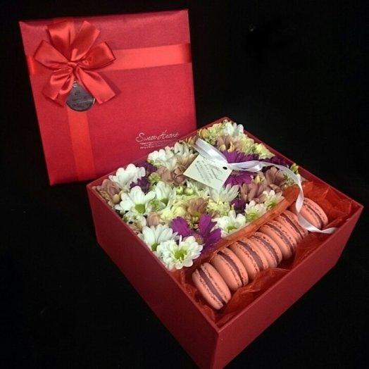 Коробочка красная: букеты цветов на заказ Flowwow