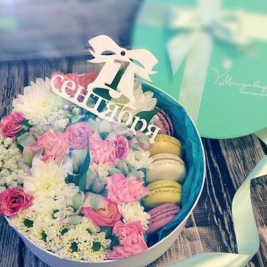 Букет в коробке С 1 СЕНТЯБРЯ!: букеты цветов на заказ Flowwow
