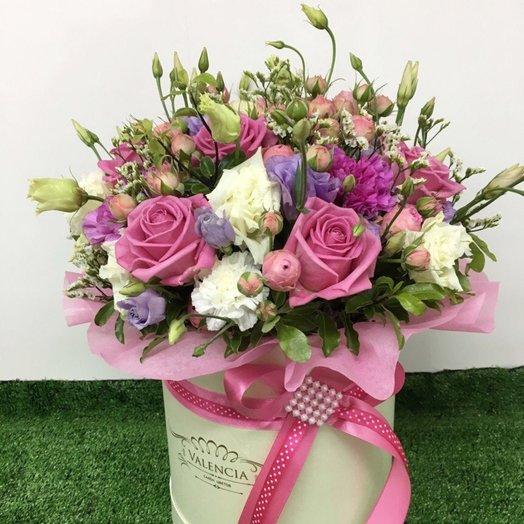 "Букет в коробке из роз и эустом ""Шамаханская царица"": букеты цветов на заказ Flowwow"