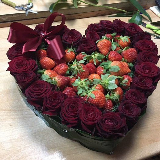 Heart with strawberries: flowers to order Flowwow