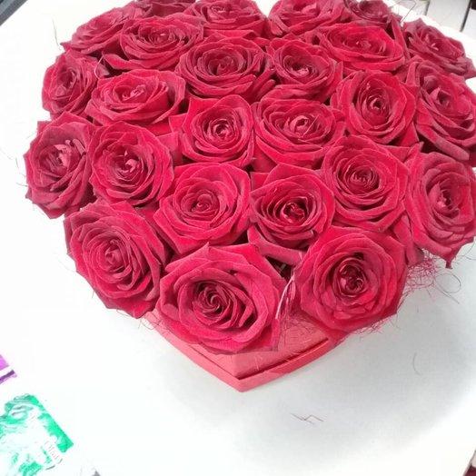 Коробка в форме сердца с розами