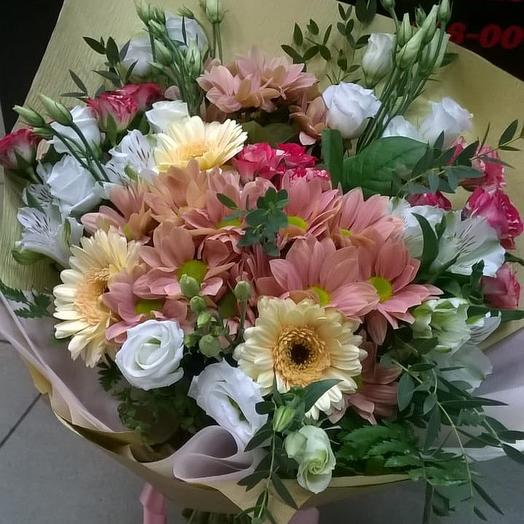 Микс с герберами и лизиантусами: букеты цветов на заказ Flowwow