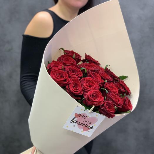Бархатные розы в дизайнерской упаковке