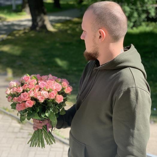 Букет из 33 розовых кустовых роз 50 см: букеты цветов на заказ Flowwow