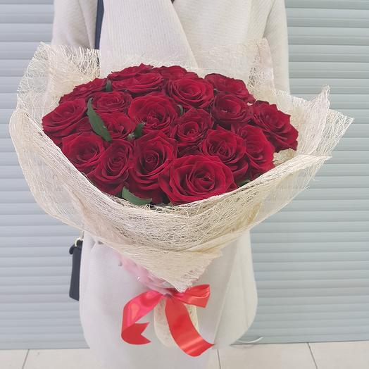 Букет из 19 красных роз (50 см.): букеты цветов на заказ Flowwow