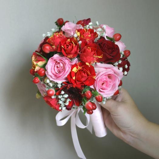 Букет невесты розово-красный: букеты цветов на заказ Flowwow