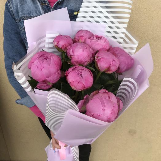 Букет из 9 ярко-розовых пионов: букеты цветов на заказ Flowwow
