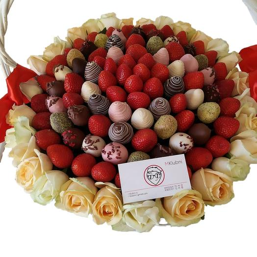 Клубничная корзина XXL 1: букеты цветов на заказ Flowwow