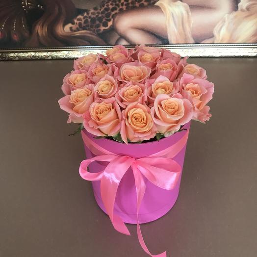 Коробочка из 19 роз Мисс Пигги: букеты цветов на заказ Flowwow