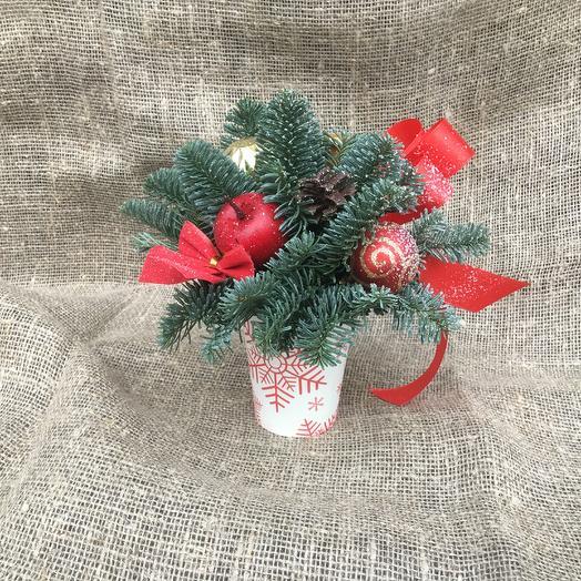 Новогодний стаканчик красный: букеты цветов на заказ Flowwow