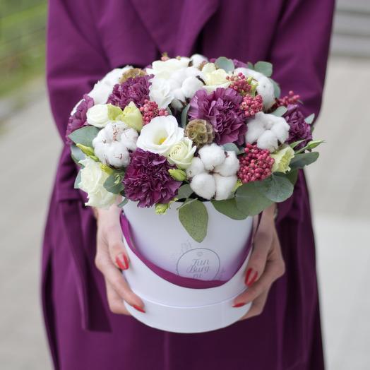 Цветы в шляпной коробке «Сливовый пунш»: букеты цветов на заказ Flowwow