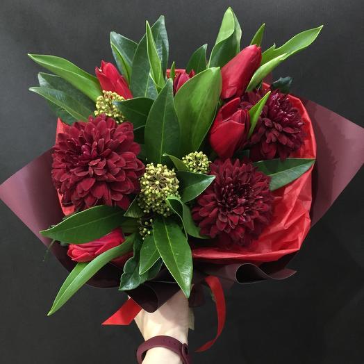Поцелуй брюнетки: букеты цветов на заказ Flowwow