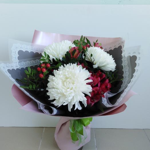 Букет с шаровидной хризантемой: букеты цветов на заказ Flowwow