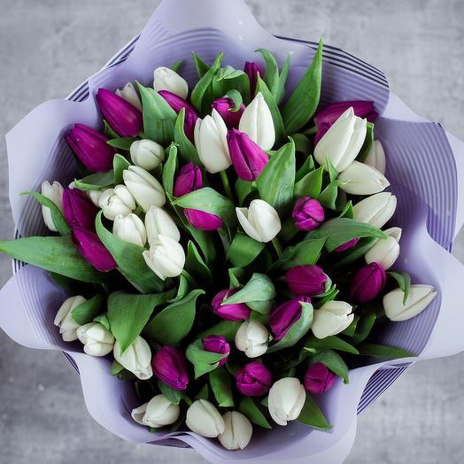 Контрастный тюльпан: букеты цветов на заказ Flowwow