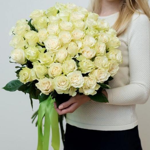 51 роза белая Эквадор 60 см