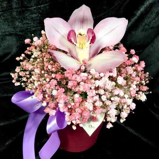 Композиция на 1е сентября из гипсофилы и орхидей
