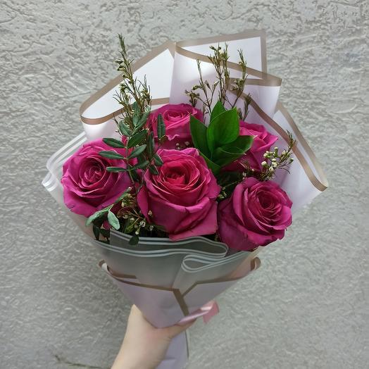 Розы Пинк флоид с зеленью в стильной упаковке