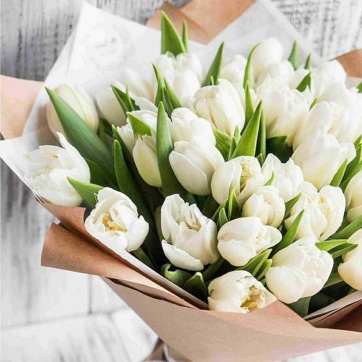 35 белоснежных тюльпанов