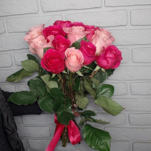 17 роз микс в ленте