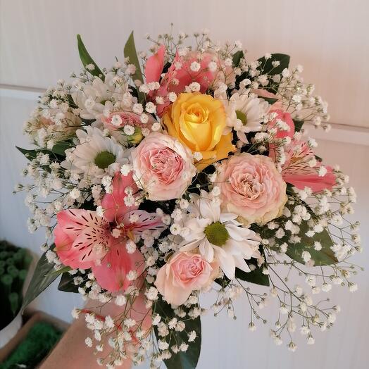 "Корзина с цветами ""Весенний каприз"""