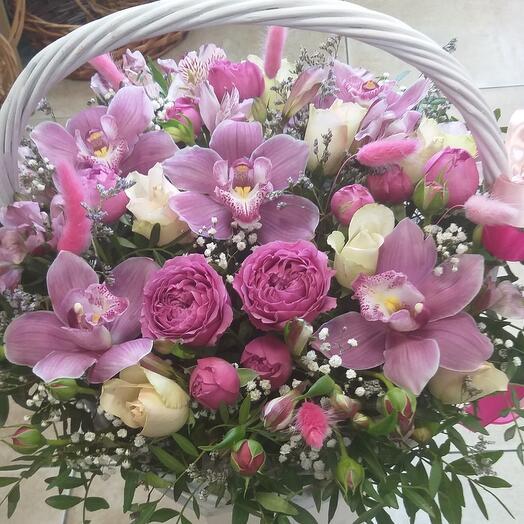 Корзина с цветами с доставкой