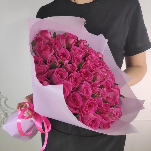 Букет из 51 малиновых роз (коробка конфет в подарок, условие в описании)