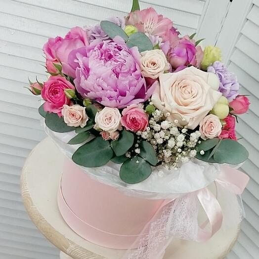 """Цветы в коробке """"С любовью !"""""""