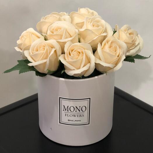 Розы из мыла в коробке белые