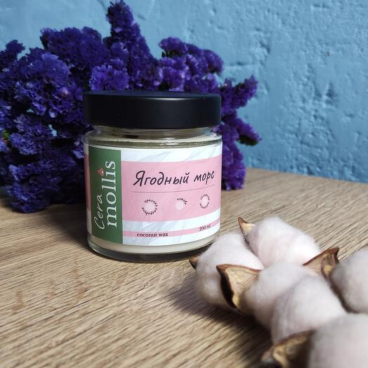 Ароматическая свеча ручной работы из кокосового воска с сухоцветами / Ягодный морс / 200 мл
