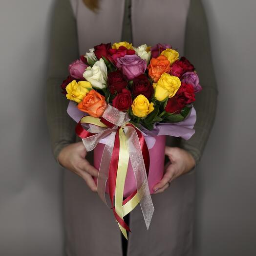 31 разноцветная роза в шляпной коробке