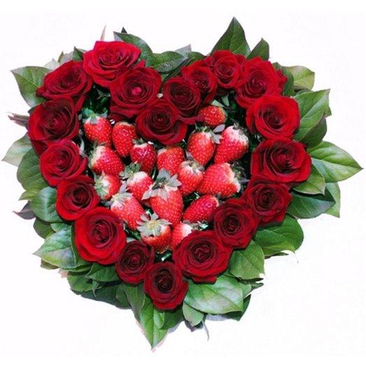 Сердце с клубникой: букеты цветов на заказ Flowwow