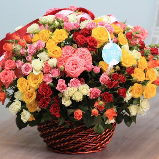 Bright basket of spray roses 39: flowers to order Flowwow