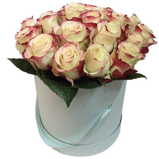 Цветы в шляпной коробке Вальс: букеты цветов на заказ Flowwow